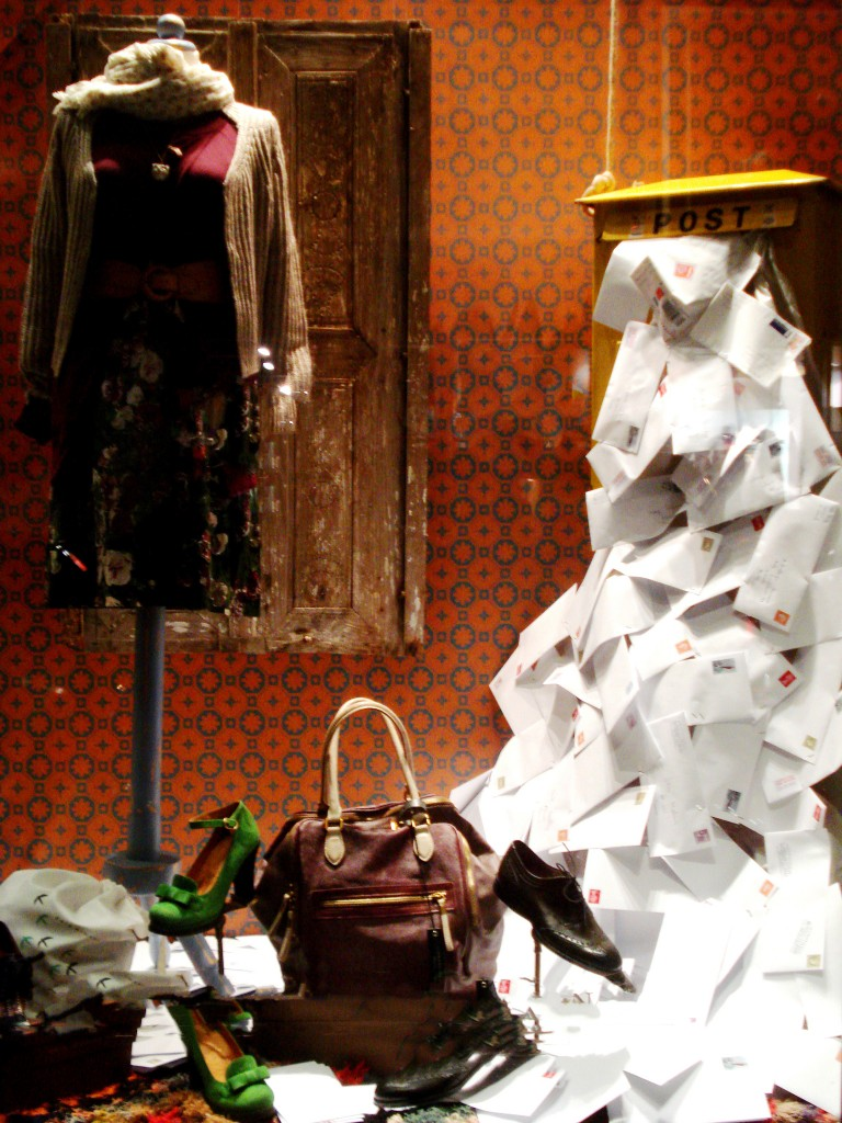 anthologia humana-athens window display-vintage