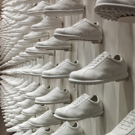 camper-by nendo-new york-shoe-instore display