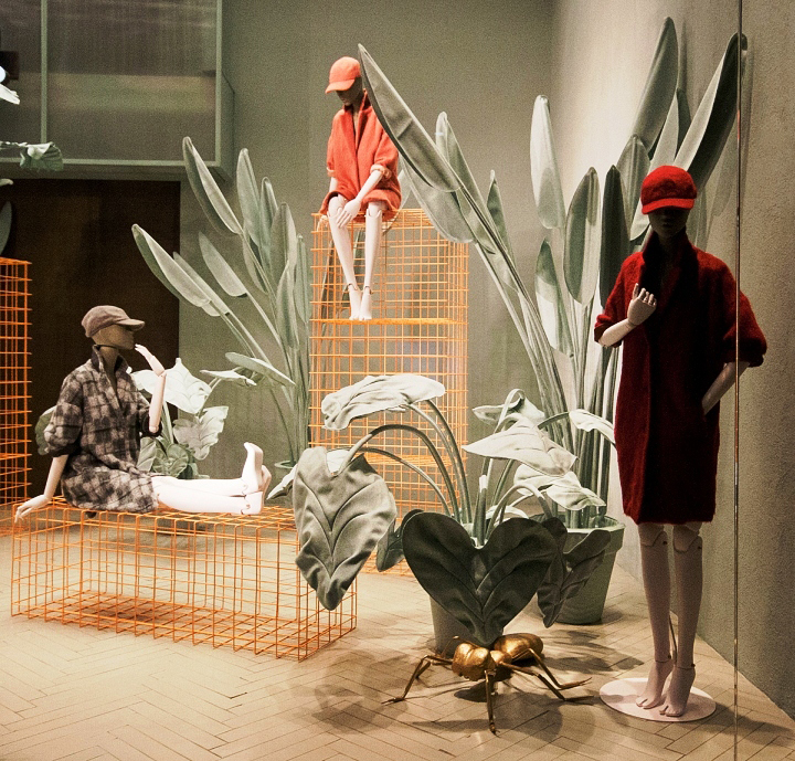 max & co-fashion week-milan-window display